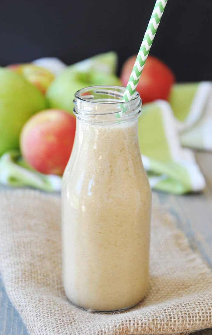 Healthy Apple Pie Smoothie! This drink recipe is so refreshing and easy to make. All you'll need is some apple cider, an apple, some maple syrup, and cinnamon. It's like sipping on a pie. Sooo good!