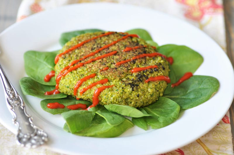 Edamame Rice Burger! This delicious edamame burger recipe is made with edamame, spinach, rice, and savory and smoky spices. Serve it on a bun, as a patty with sriracha, or dip it in soy sauce. You'll LOVE it! www.veganosity.com